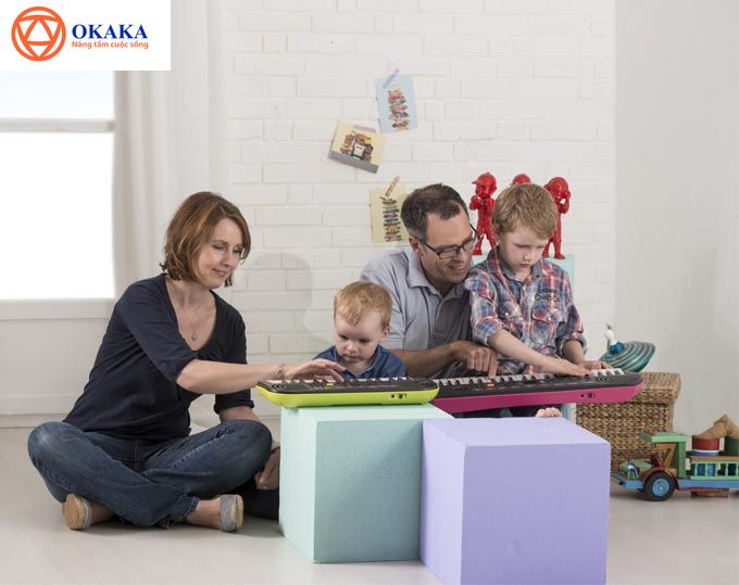 Hơn ai hết, là phụ huynh, bạn hiểu rõ tầm quan trọng cũng như lợi ích của việc cho bé học đàn từ sớm. Vậy thì tại sao bạn không nghĩ đến việc tặng bé món quà thật ý nghĩa là một cây đàn vừa giúp bé làm quen với âm nhạc vừa khơi dậy đam mê chơi đàn ở bé?