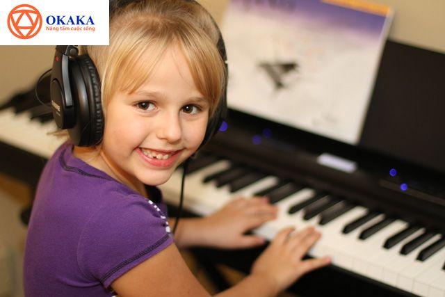 Đa số người lớn hiện nay đều nghĩ rằng cho bé học organ trước piano là điều nên làm. Vậy điều này có thực sự chính xác hay không? Hãy cùng OKAKA...